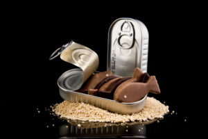La boite à sardines en chocolat de Stettler chocolatier. Stettler chocolatier communications visuelles Pâques